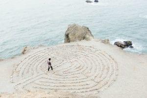 évoluer dans le labyrinthe de ses pensées